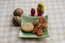 diy gingerbread ornaments of felt shelterness