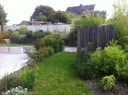par vue de jardin des idées d aménagements paysagers en ardoise par côté déco