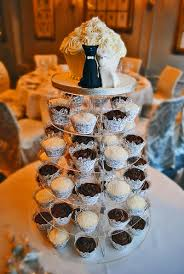 wedding cakes with a twist for unique wedding decoration