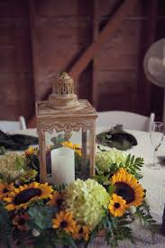 Lanterns For Wedding Centerpieces by Best 25 Barn Wedding Centerpieces Ideas Only On Pinterest