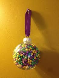diy mardi gras centerpiece made from an purple green