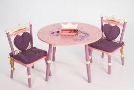 table chaise fille chambre enfant table enfant fille princesse decoration coeurs