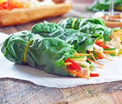 cuisiner des cardes rouleaux de bette à carde au poulet et légumes avec sauce aux