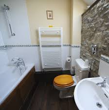 swallow cottage holiday let self catering accommodation uk family bathroom with shower over bath