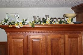how to decorate top of kitchen cabinets for christmas