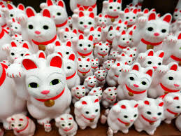 tokyo temple s beckoning cats keep visitors purring in the japan