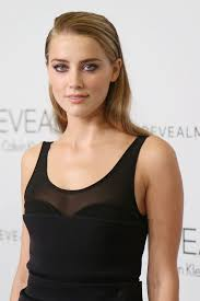 looking for an easy hairstyle idea amber heard has delivered with