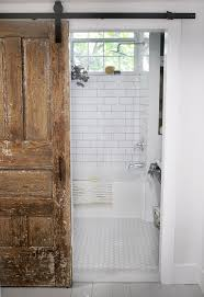 Primitive Country Bathroom Ideas by Best 25 Farmhouse Bathrooms Ideas On Pinterest Guest Bath