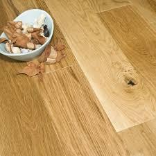 Howdens Flooring Laminate Premier Series 18 5mm X 150mm Oak Engineered Flooring Brushed And