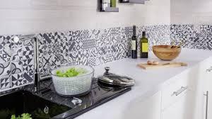 carrelage mur cuisine moderne carrelage cuisine moderne les 25 meilleures idaces de la à travers