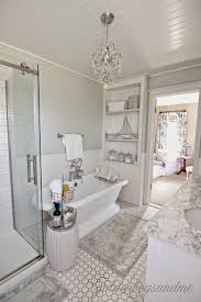 Gray And White Bathroom Ideas by Best 25 Small Master Bath Ideas On Pinterest Small Master