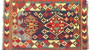 venditore di tappeti trova una nuova casa al tappeto non usi