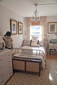 comment disposer les meubles dans une chambre bien amenager une chambre avec 2 lits 5 disposer des meubles