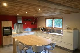 cuisine blanc brillant réalisations cuisine blanc brillant et bois de cuisines avec socoo c