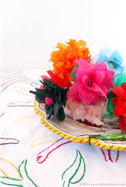 how to make paper flowers in 5 minutes using crepe paper