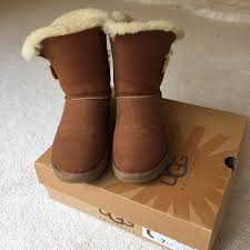 s ugg bailey boots 41 ugg shoes bailey button chestnut uggs from kara s