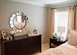 Decorating Bedroom Walls by Best 25 Bedroom Dresser Decorating Ideas On Pinterest Dresser