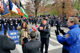 watch love at the thanksgiving day parade nypd police officer pops question at macy u0027s thanksgiving day parade