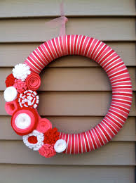 valentine u0027s day wreath pink red u0026 white yarn wreath w felt