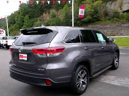 toyota v6 new 2017 toyota highlander le plus v6 suv in prestonsburg 28220