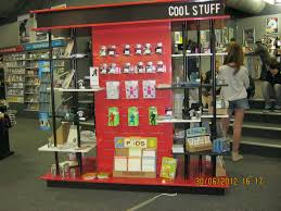 merchandise display case pop up stores xanita