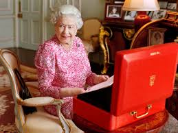 queen elizabeth u0027s 2015 portrait all the details about her style