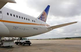 United Airline Stock United To Postpone Boeing Jets In 4 8 Billion Savings Push