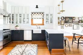 how to paint kitchen cabinets farmhouse style 25 farmhouse kitchen decor ideas you ll want to copy