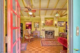 Home Of Queen Elizabeth California Home Looks Just Like A Van Gogh Painting Daily Mail
