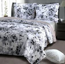 white scalloped quilt queen white queen quilt set black and white