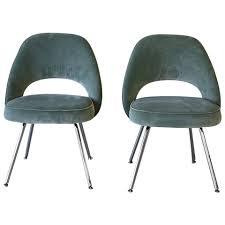 pair of saarinen side chairs knoll at 1stdibs