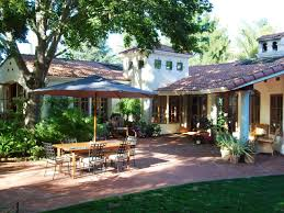 10 spanish inspired outdoor spaces spanish colonial flagstone