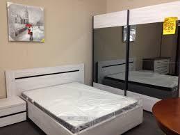 chambre à coucher en chêne massif chambre a coucher moderne l univers du meuble