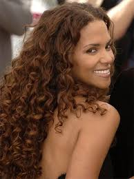 back view of halle berry hair all about halle berry fashion hair and makeup from the bond girls