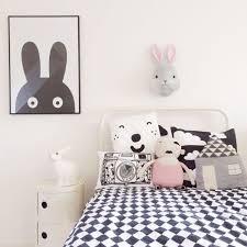 chambre fille noir et blanc du noir dans une chambre d enfant oui c est possible marchand