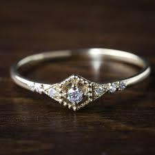 dainty engagement rings 25 parasta ideaa pinterestissä dainty engagement rings vintage