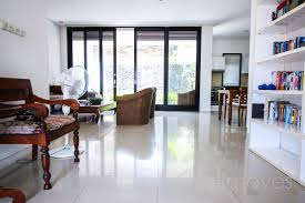 fully furnished three bedroom town house in renon sanur u0027s local