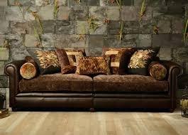 canapé cuir style anglais interieur de la maison dalida a montmartre fauteuil anglais