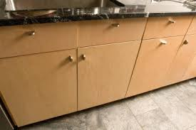 what color hardware for wood cabinets what hardware would you use with maple cabinets