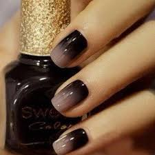 use a makeup sponge for ombré nails finish with clear top coat