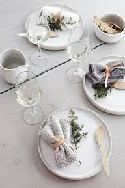 modern table settings 21 modern christmas table settings to get inspired shelterness