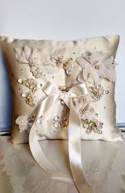 wedding pillows the 25 best ivory pillow wedding cakes ideas on 5th