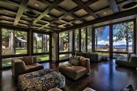 western decorations for home a combinação de tons fortes e janelas grandes deixaram essa sala