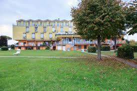 Poolanlagen Im Garten Ferienwohnung Am Gardasee Direkte Strandlage Apartments For