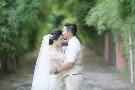 wedding dress di bali pernikahan dengan tema rustic di hotel westin bali referensi