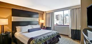 Two Bedroom Hotel Suites In Chicago Embassy Suites Hotel In Downtown Chicago