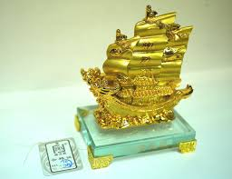 amazon com the golden ship of wealth feng shui with glass base