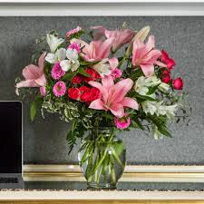 cut flowers keeping flowers fresh myth vs fact teleflora