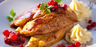 cuisiner des airelles suprêmes de pintade rossini aux airelles facile recette sur
