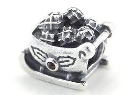 gillett s jewelers pandora santa s sleigh garnet charm pandora code 790562ga